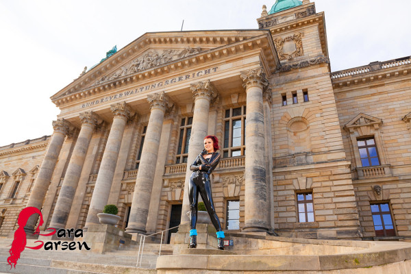 Lara Larsen - Latex by Westward bound, Leggings by SlinkyStylez - Photo By Norman Richter